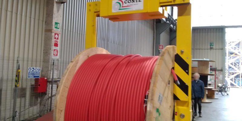 Pinza per il sollevamento di bobine di cavo elettrico