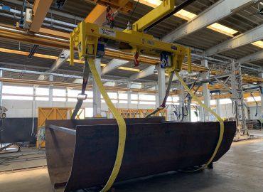Turning lifting beam